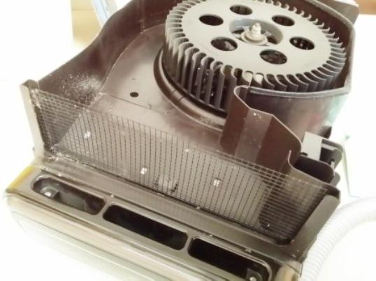 ダイキンの空気清浄機を分解清掃、吹き出し口の中を掃除方法
