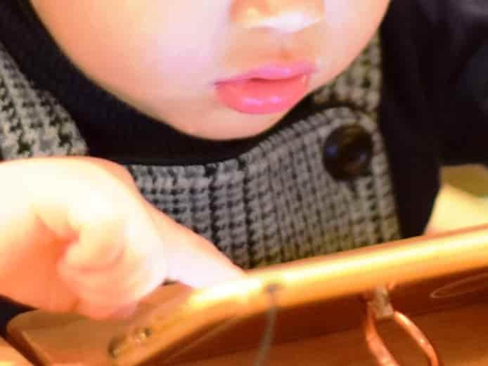 スマホを子どものおもちゃにすることが体や脳に及ぼす健康被害・悪影響