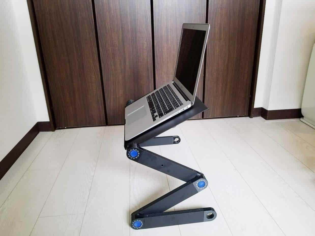コンパクトなノートパソコンデスク 折りたたみ式の感想と特徴